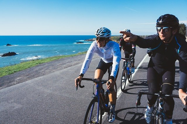 ukazující cyklista