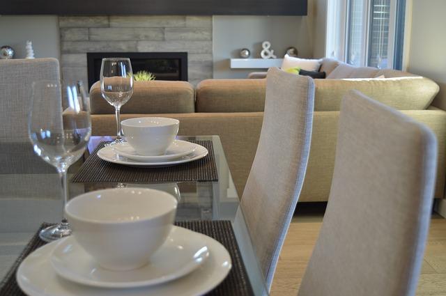 jídelní stůl a židle