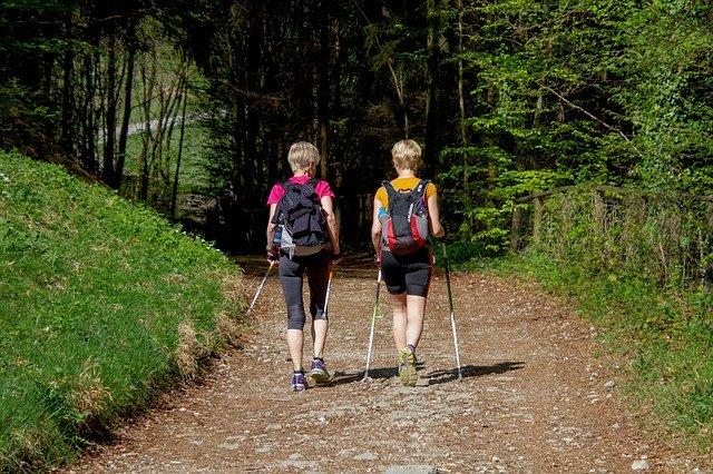 Zdravá chůze s hůlkami